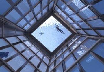 London has the largest transparent swimming pool i...