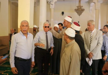 Egyptian TV transmits Friday prayers from the holy...